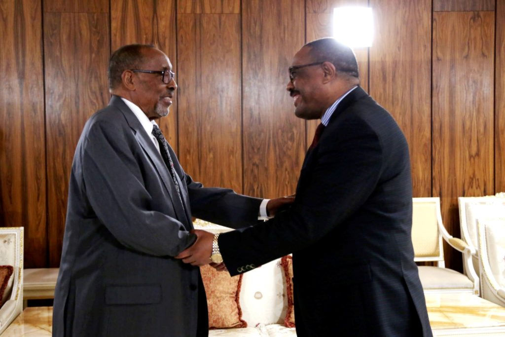 """Somaliland's former President Ahmed Mohamed Mohamoud """"Silanyo"""" shaking hands with Ethiopia's former Prime Minister, Hailemariam Desalegn"""